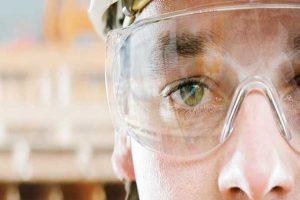 عینک ایمنی برای کدام مشاغل ضروری است؟